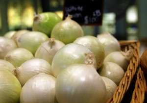 http://davesfreephotos.com/photo/3115/Fresh-Onions-.html